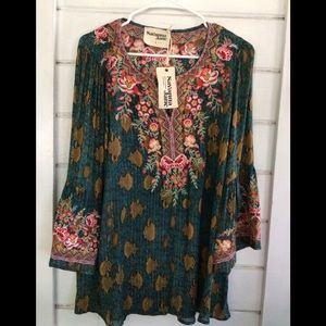 NWT Savannah Jane Shimmer n Light Embroidered Top